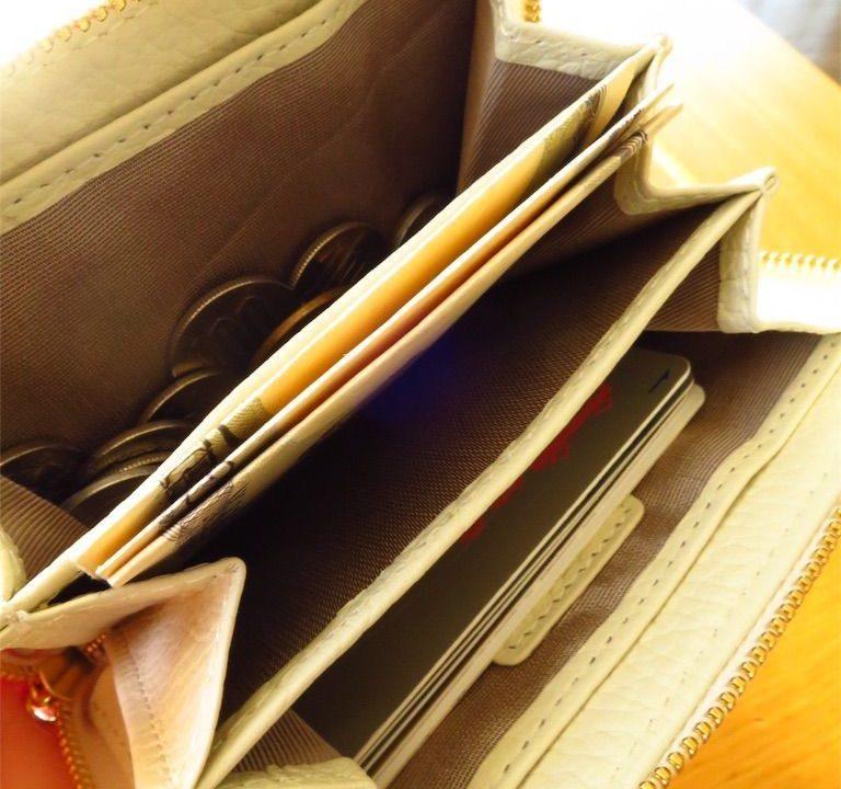 ミニマリストのコンパクトな財布