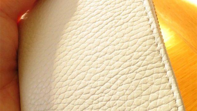 ミニマリストのコンパクトな財布は、イタリアンレザーのcoraleコインケース