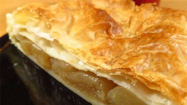 ストウブで作った煮リンゴで無糖アップルパイ