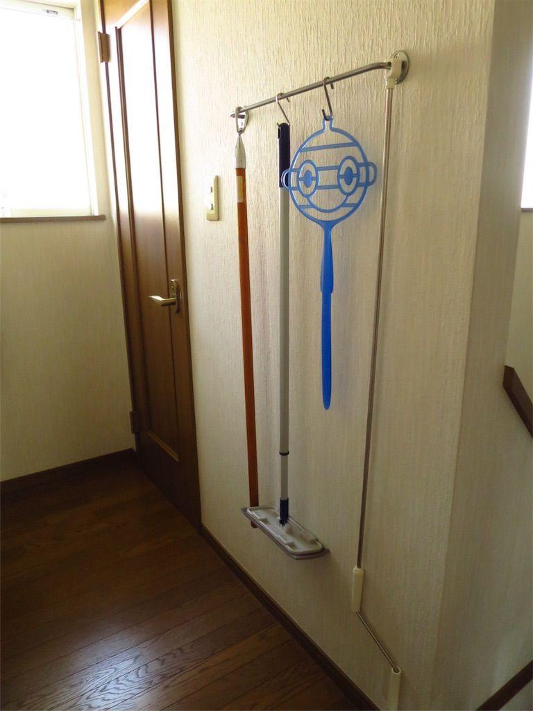 掃除道具、室内干し昇降ハンドルを吊るして収納