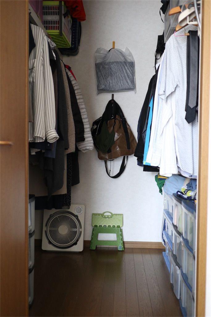 寝室にある二畳のウォークインクローゼット