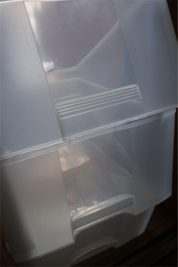 プラスチックケースを拭き、乾かす