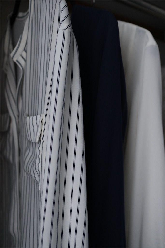 同じかたちの長袖シャツ三枚