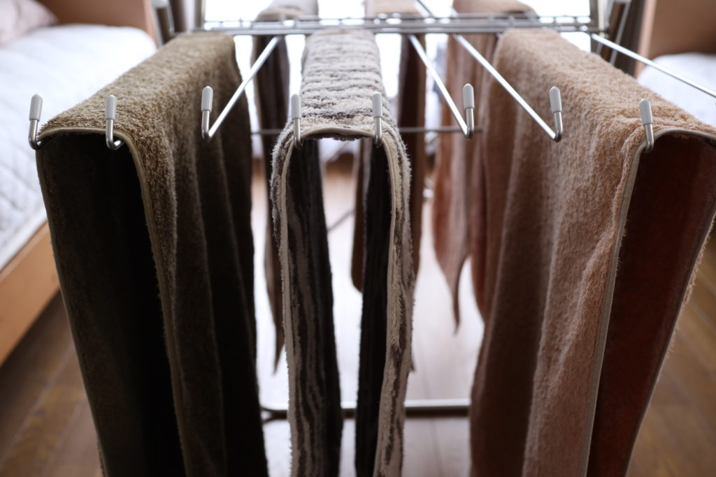 タオルドライヤーに、間隔をあけてタオルを干す