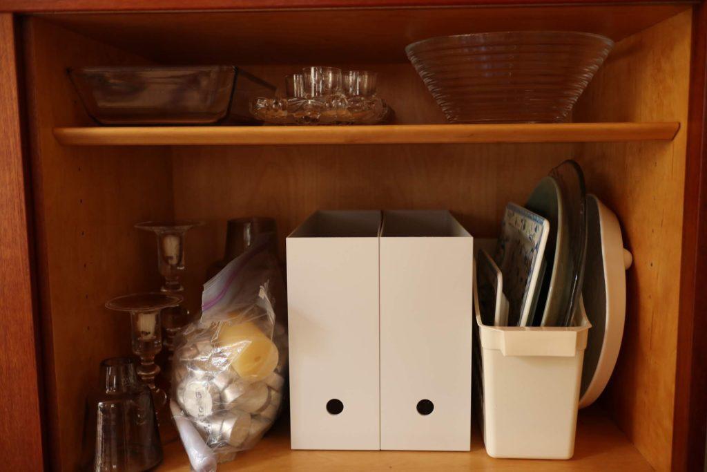 来客用食器収納、断捨離前のビフォー画像