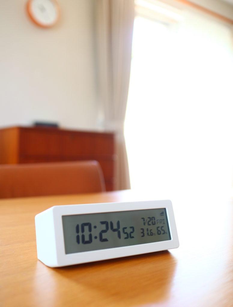 無印のデジタル電波時計