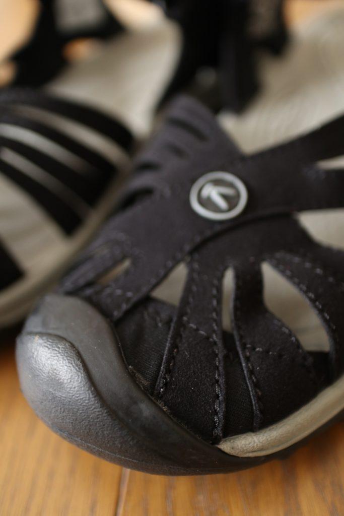 KEENローズサンダルはつま先がカバーされていて履きやすい