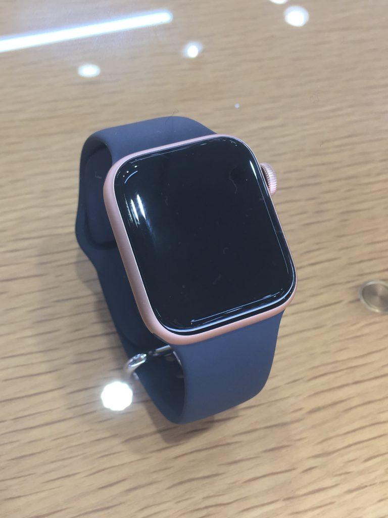 AppleWatch4ゴールドアルミニウムケースGPSモデル