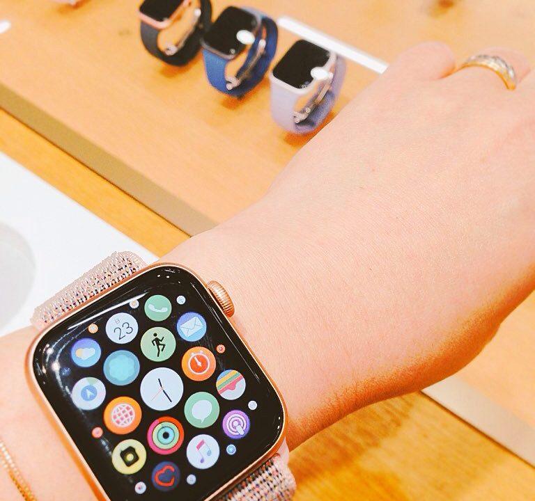 Apple Watch4ゴールドアルミニウムケースGPSモデル