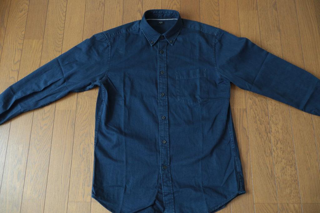 ユニクロのノームコアアイテム、デニムボタンダウンシャツ