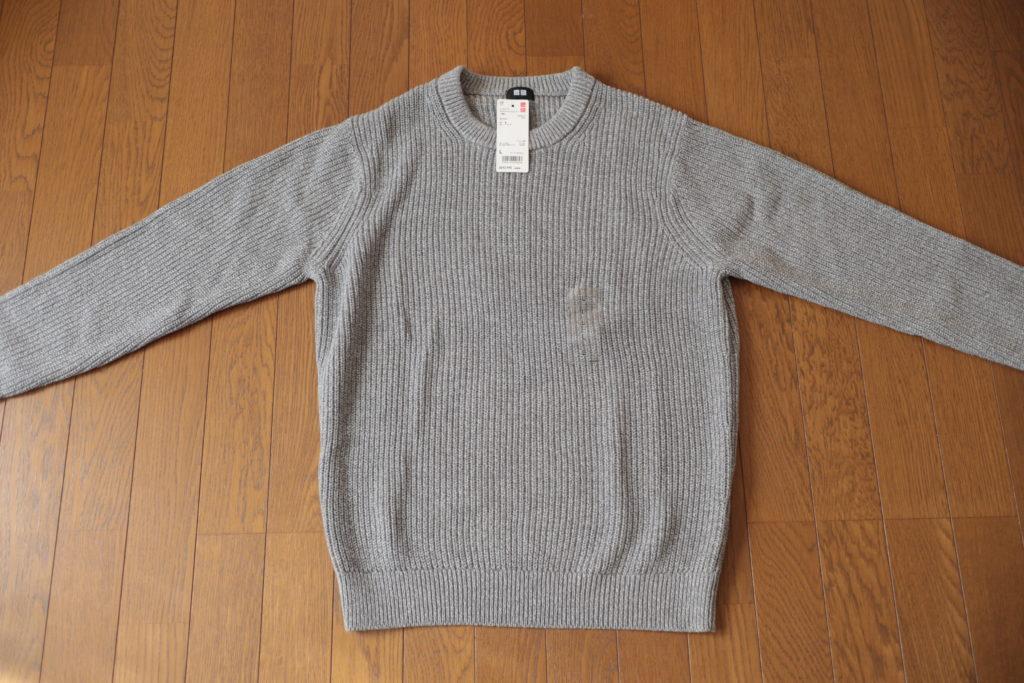 ユニクロのノームコアアイテム、ミドルゲージアゼクルーネックセーター