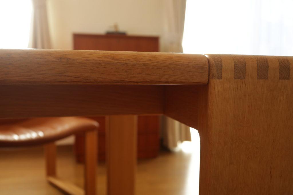 カンディハウスのボルスダイニングテーブルは低めで圧迫感なし