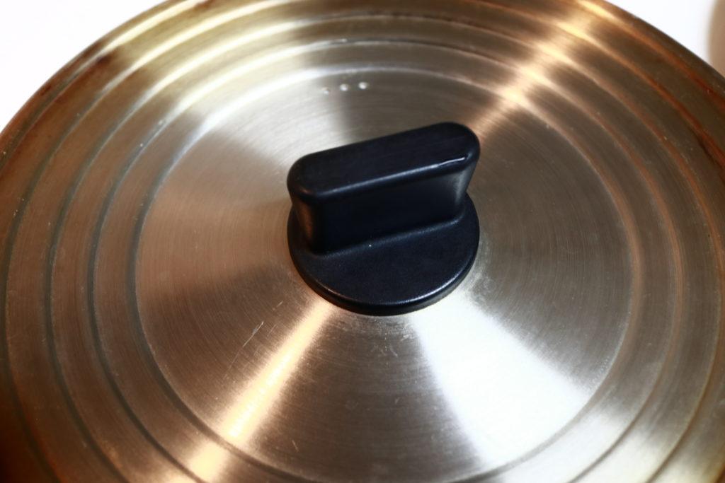 無印良品のいろんなサイズの鍋を兼用できる蓋