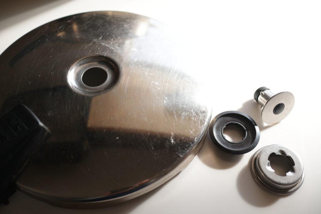 フィスラーの圧力鍋は蓋がシンプル