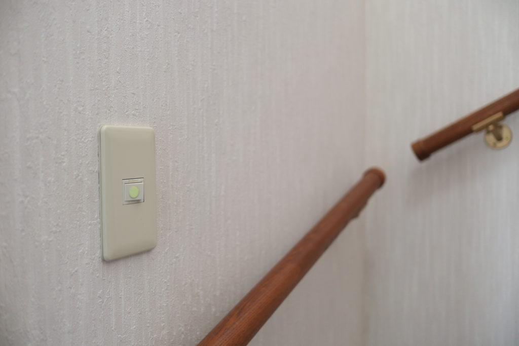 階段のスイッチに、スーパーアルファ・フラッシュ