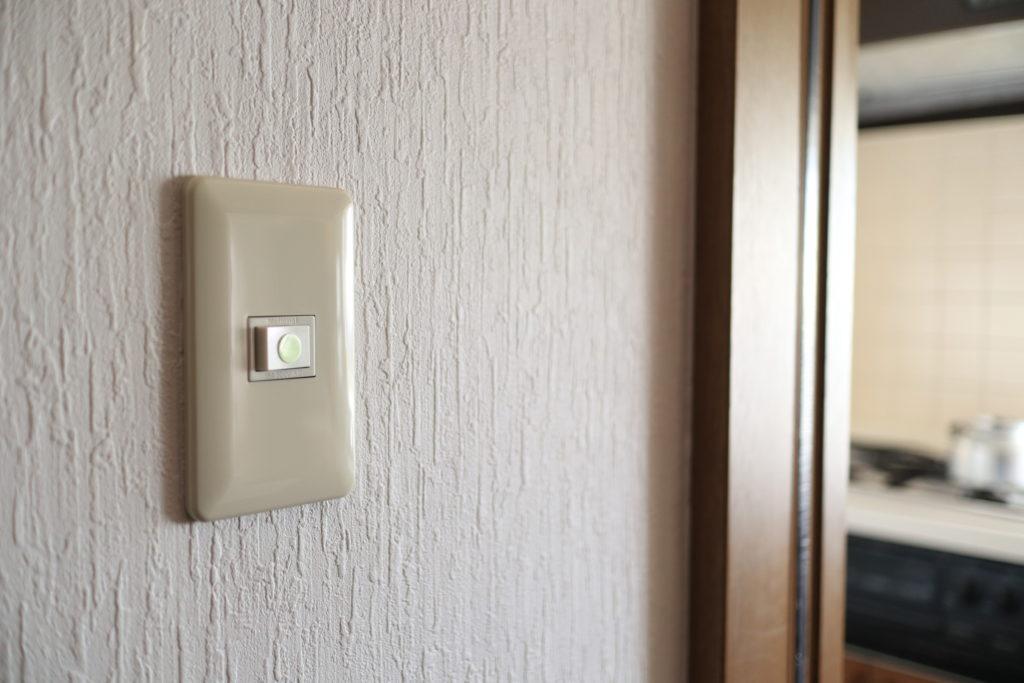 廊下のスイッチに、スーパーアルファ・フラッシュ