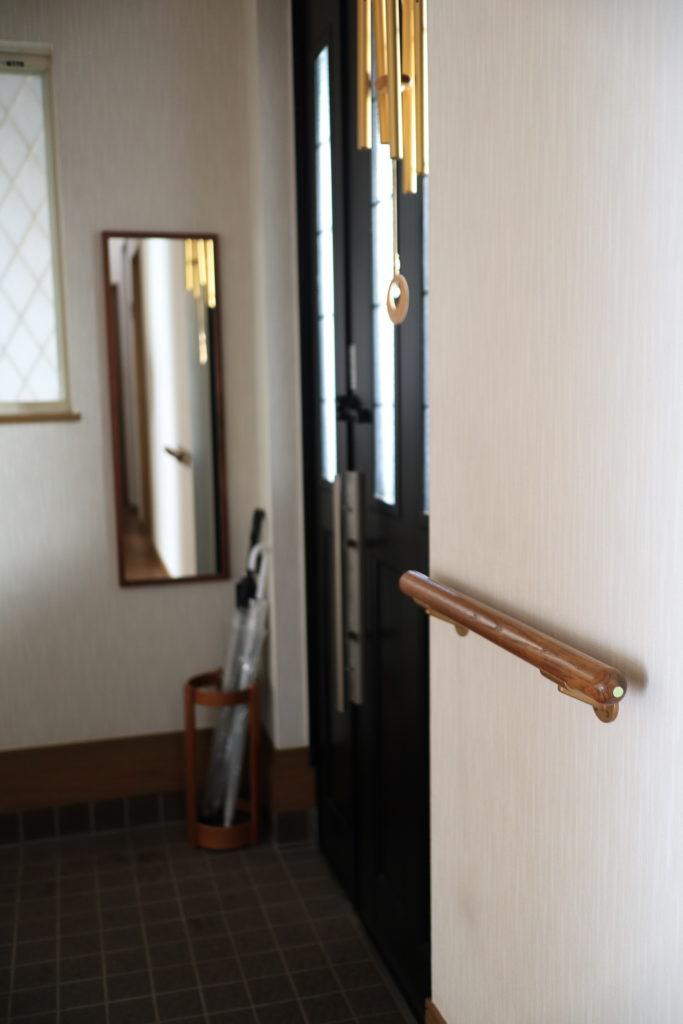 玄関の手すりに、スーパーアルファ・フラッシュ