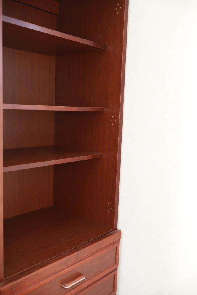 本を空っぽにし、本棚を断捨離
