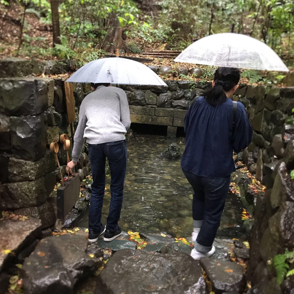 熱田神宮の清水社は楊貴妃の墓石に水を掛けて願掛けするパワースポット