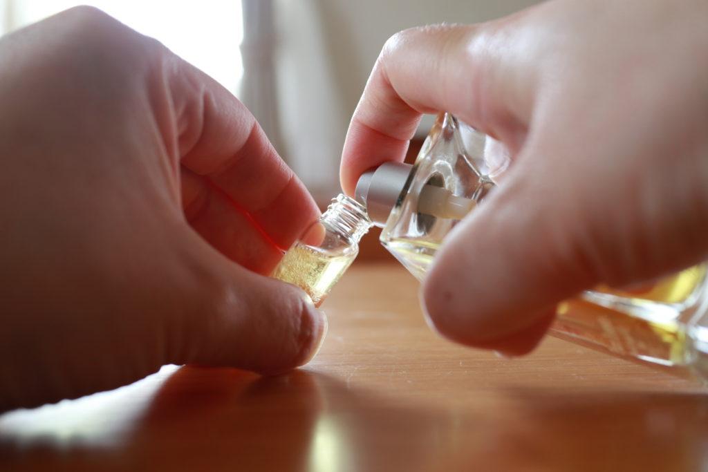 無印良品のアルミアトマイザーに香水を詰替える