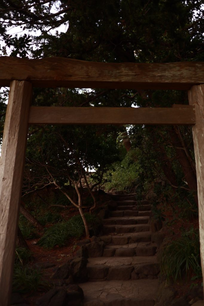 葉山森戸海岸の森戸神社