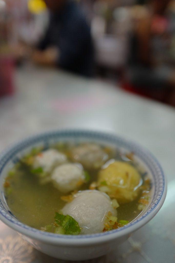台湾グルメ!九份で名物魚肉ボール入りスープ