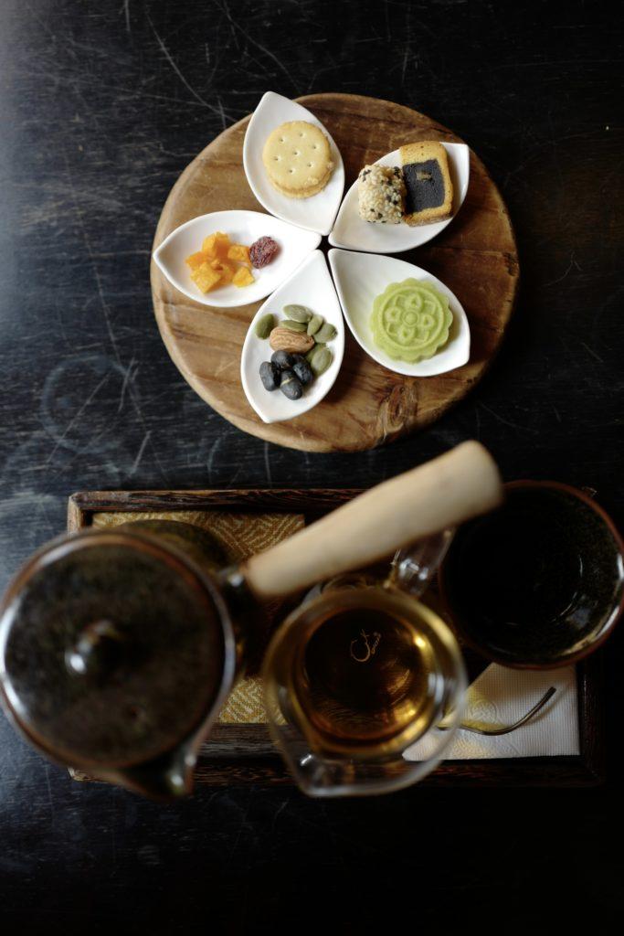 台湾グルメ、台北の迪化街のカフェ「南街得意」で台湾茶セット