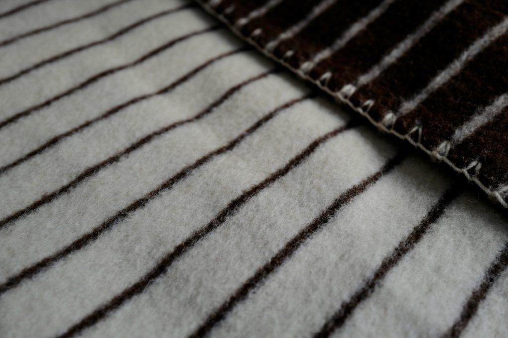 ポルトガルのナチュラルなウール毛布、エコラ