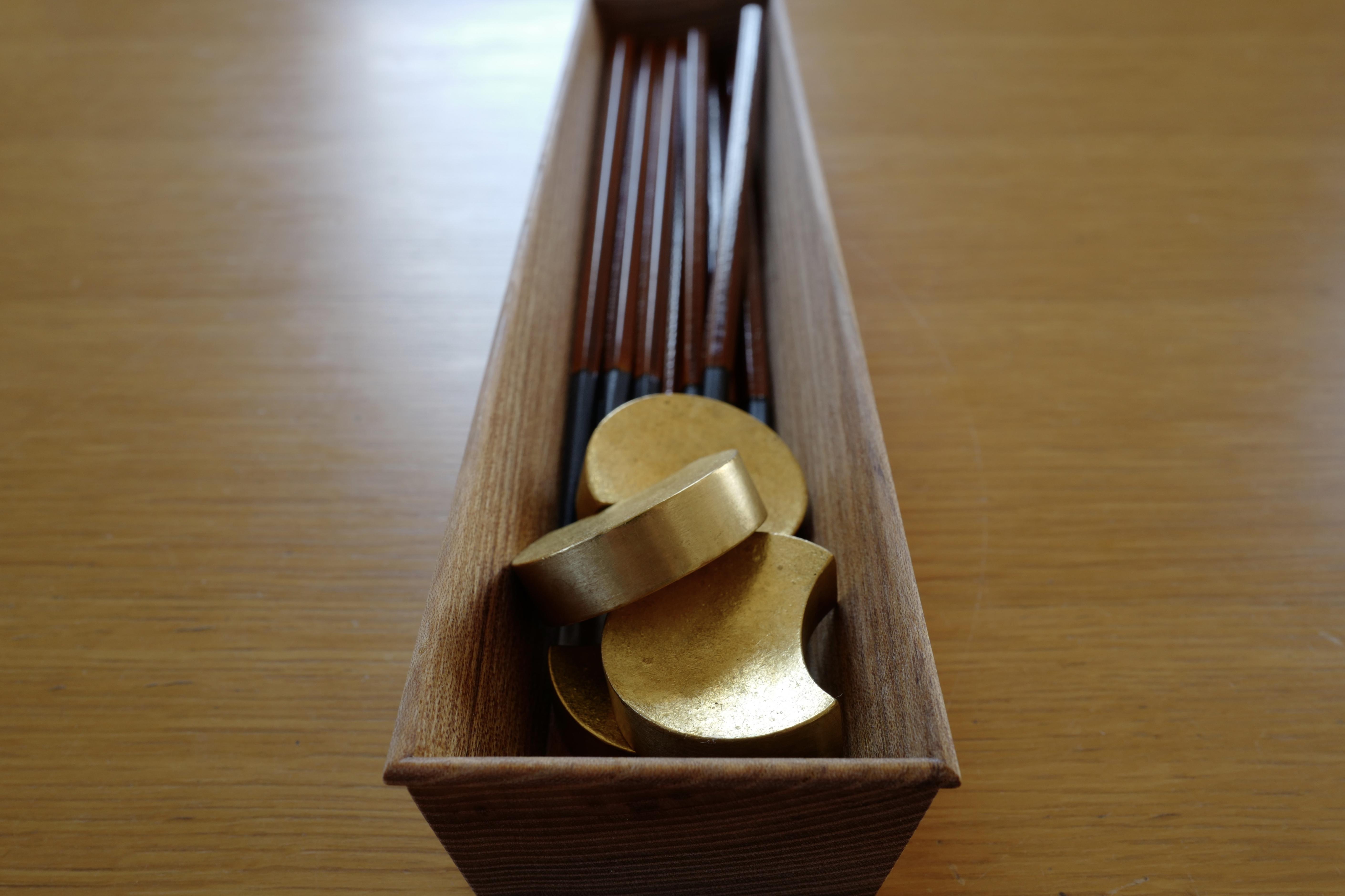 美しさに日々うっとり…。カトラリーケースを東屋の「箸箱 胡桃油仕上」に替えました。