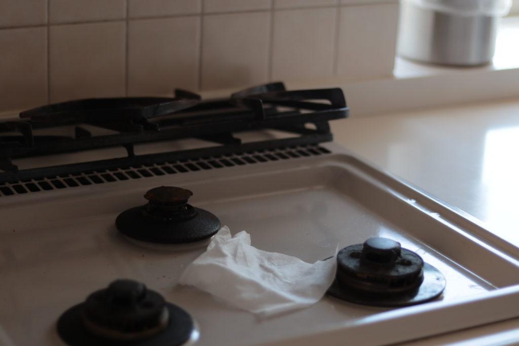 コンロはウェットティッシュでこまめに拭き掃除が結局ラク