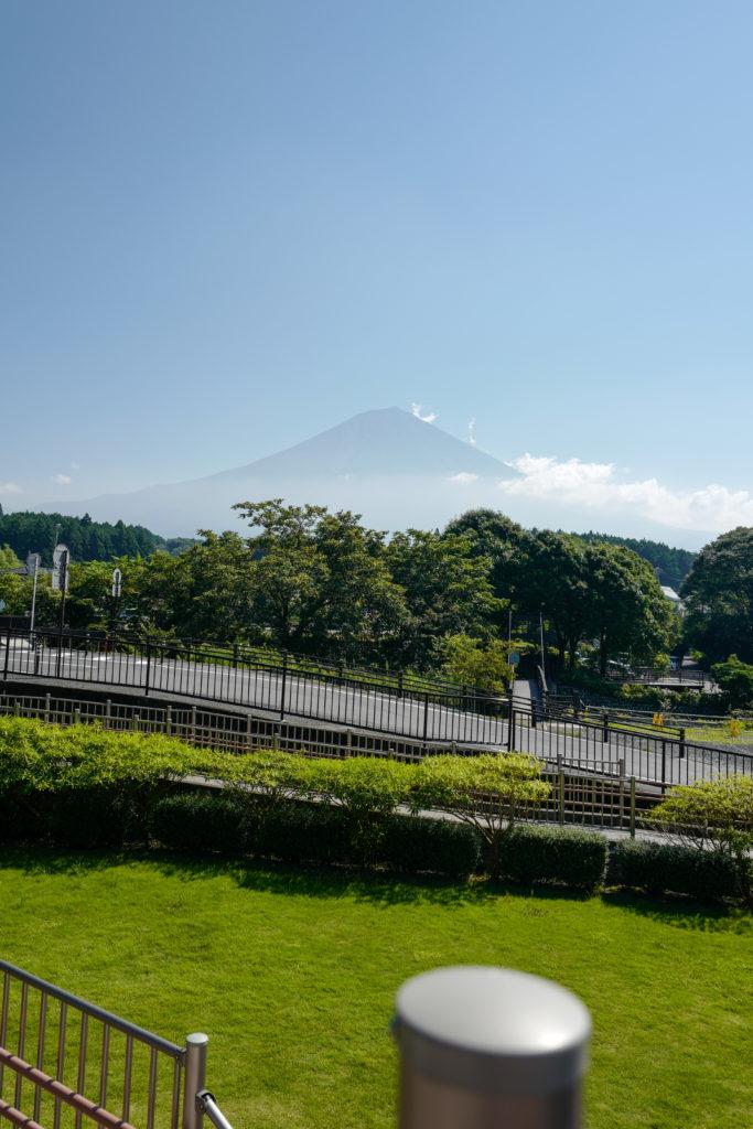静岡県 富士 白糸の滝からの富士山