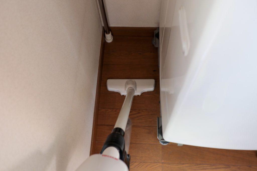 掃除機掛けをラクに!洗濯機と壁の間にすきまをあけています。