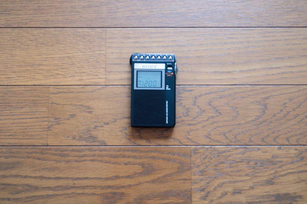 ミニマリストの防災セット カードサイズラジオ