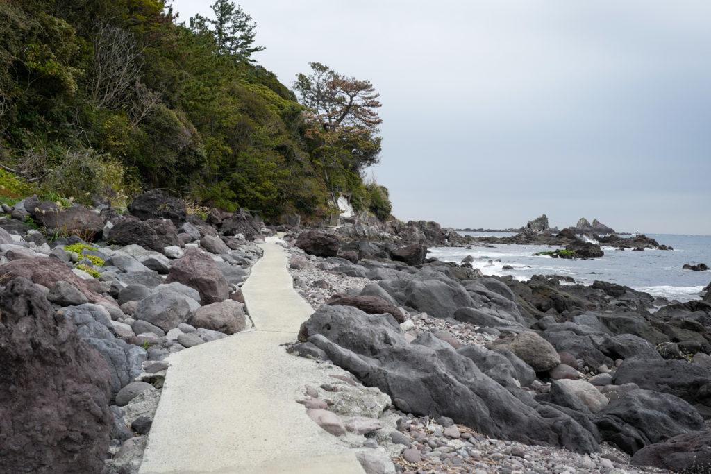 真鶴半島一周ハイキング 海岸沿いの遊歩道
