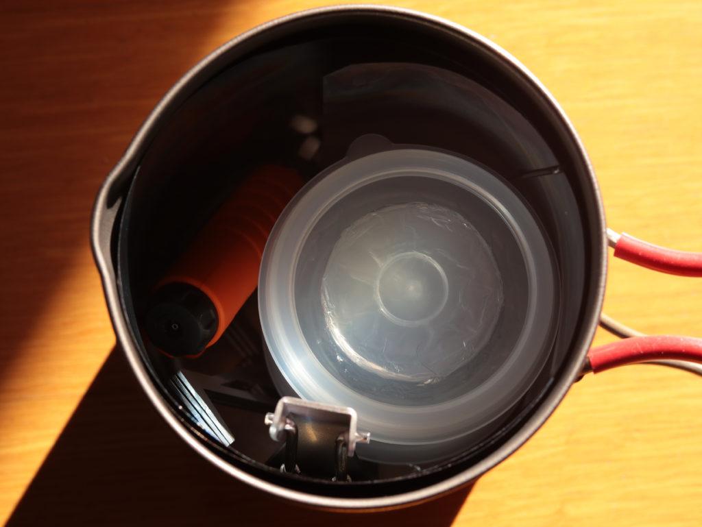 ダイソーの固形燃料で湯沸し:クッカーへのスタッキングもばっちり