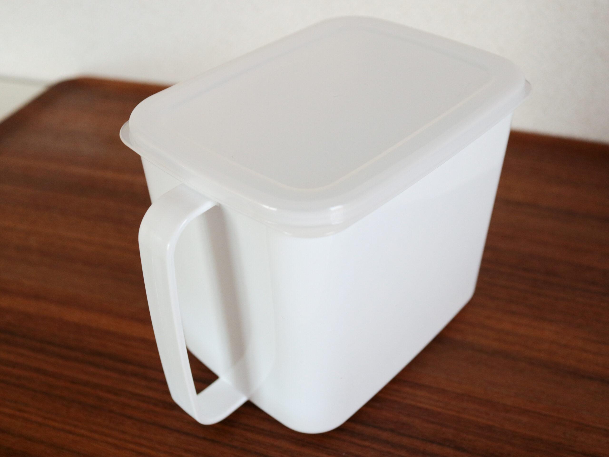 セリアの味噌ストッカーで、「1kg1,000円」基準のちょっとイイお味噌が使いやすくなりました。