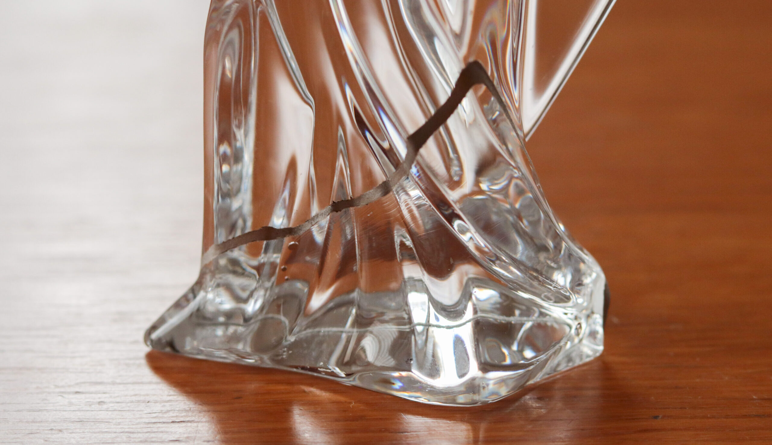 【ガラス金継ぎ費用等まとめ】割れてしまったバカラのクリスタル像が、美しく復活しました!