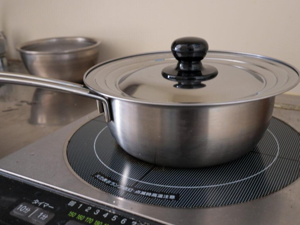 ワンルーム一人暮らしのミニマム鍋:18cmステンレス雪平鍋のフタ