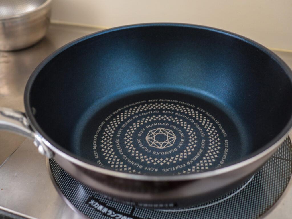 ワンルーム一人暮らしのミニマム鍋:24cm深型テフロンフライパン