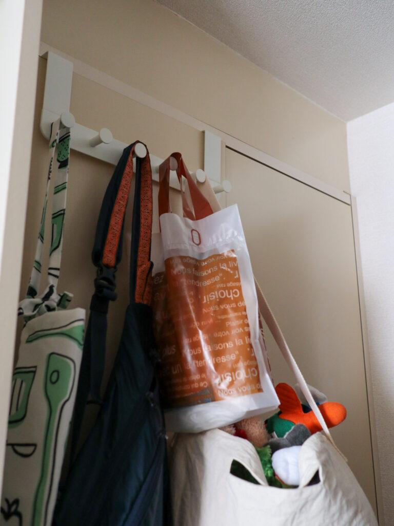 ミニマリストの1Kひとり暮らしで買ったもの:イケアのドア用ハンガーフックENUDDEN