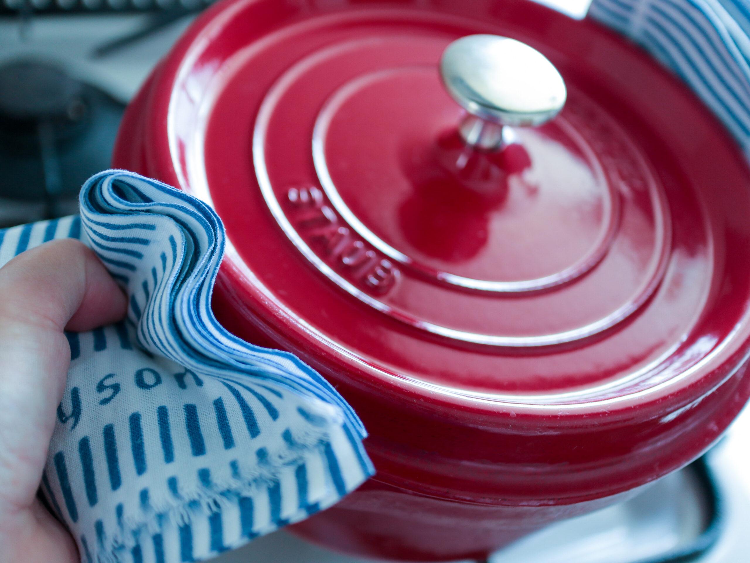 【キッチンのシンプル化】なにかと不潔になりやすい鍋つかみ、「手ぬぐい」で代用することにしました。